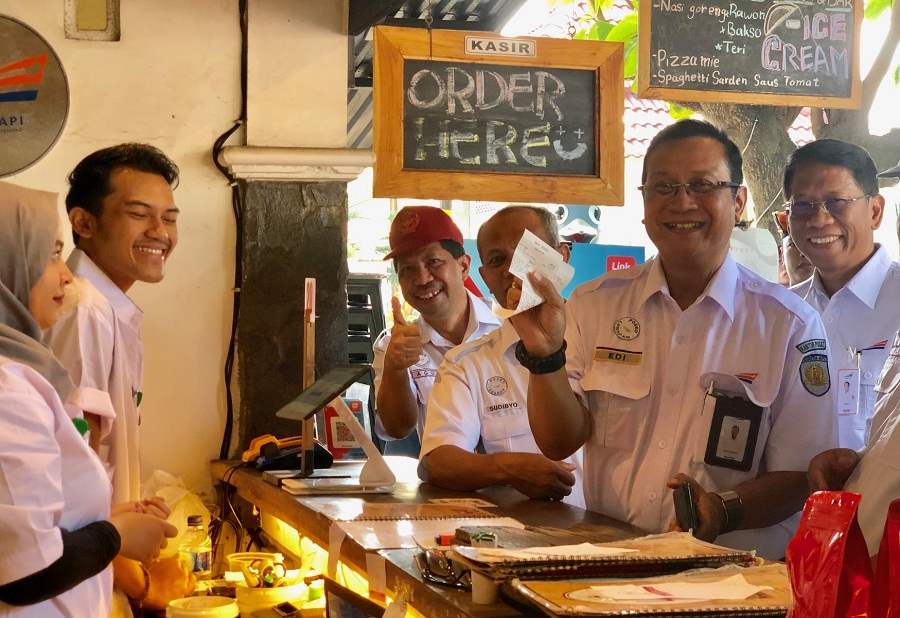https: img-o.okeinfo.net content 2019 06 10 298 2065013 keren-di-cafe-shop-ini-pengunjung-bisa-sodaqoh-makanan-7JLhpEQS53.jpeg