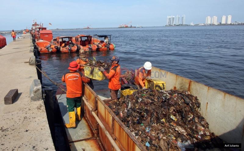 https: img-o.okeinfo.net content 2019 06 10 337 2065046 indonesia-akan-kirim-balik-sampah-plastik-ilegal-ke-negara-asalnya-KaxpOToYai.jpg