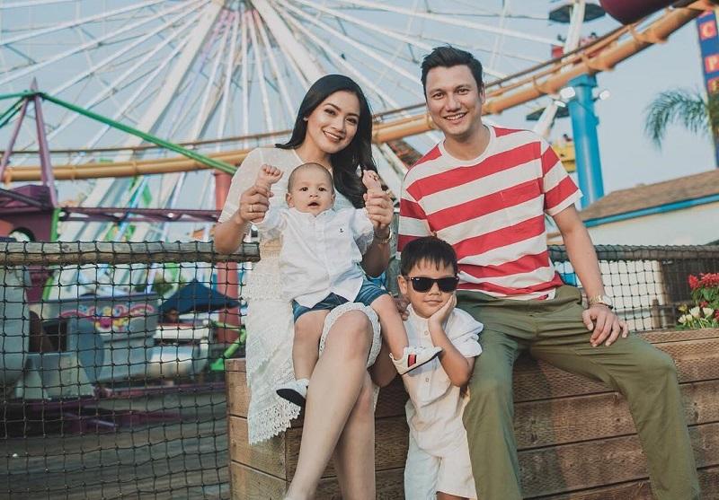 https: img-o.okeinfo.net content 2019 06 12 196 2065704 cerita-titi-kamal-berbagi-peran-sebagai-ibu-dan-aktris-tpIU8tY7Fv.jpg
