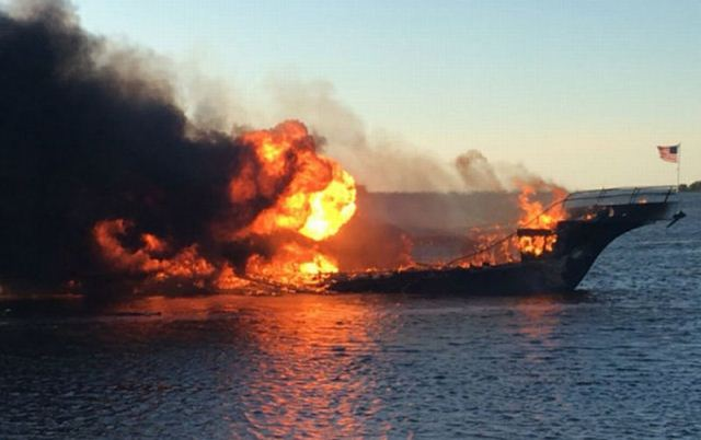 https: img-o.okeinfo.net content 2019 06 12 340 2065491 kapal-terbakar-di-riau-6-abk-terluka-sEcz192BKG.jpg