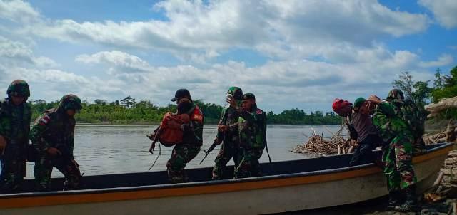 https: img-o.okeinfo.net content 2019 06 12 340 2065513 tembus-sungai-mamberamo-satgas-yonif-755-yalet-evakuasi-penderita-malaria-Sd6BDS6fu7.jpg