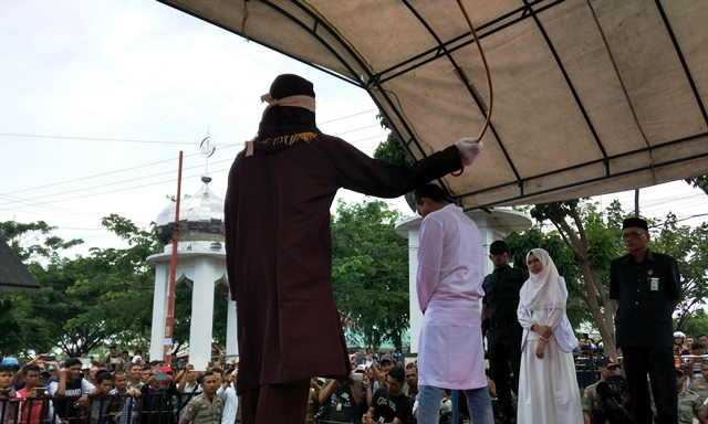 https: img-o.okeinfo.net content 2019 06 12 340 2065727 aceh-barat-sudah-eksekusi-cambuk-29-pelanggar-syariat-islam-bK6N2NcMBz.jpg