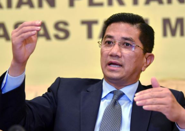 https: img-o.okeinfo.net content 2019 06 13 18 2065946 diduga-terekam-dalam-video-seks-sesama-jenis-menteri-ekonomi-malaysia-buka-suara-S1VVIowHA0.jpg