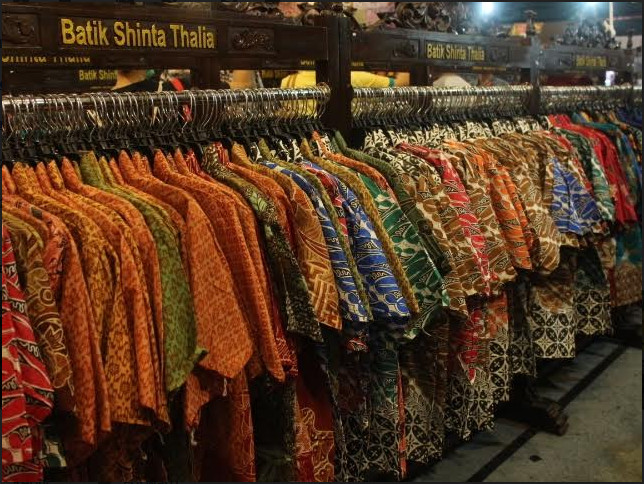 https: img-o.okeinfo.net content 2019 06 13 194 2066034 ragam-jenis-dan-motif-batik-daerah-tersedia-di-jakarta-fair-sbukXWrdKM.jpg