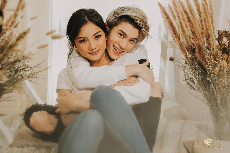 https: img-o.okeinfo.net content 2019 06 13 33 2066063 foto-mesra-dengan-pacar-marion-jola-dicibir-netizen-xC8XHOT986.jpg