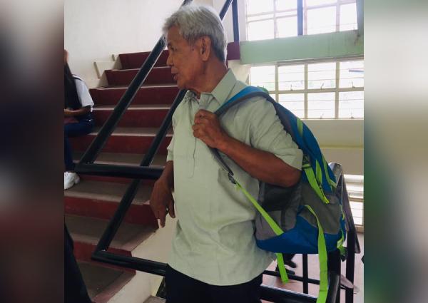 https: img-o.okeinfo.net content 2019 06 14 18 2066607 foto-mahasiswa-berusia-75-tahun-di-filipina-jadi-viral-warganet-berikan-dukungan-Z7Bzn10fh9.jpg
