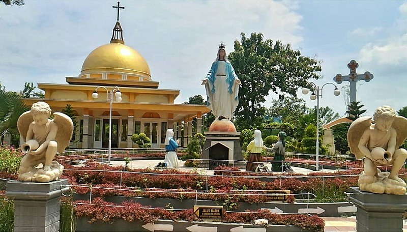 https: img-o.okeinfo.net content 2019 06 14 406 2066500 taman-doa-santa-perawan-kota-sragen-jadi-magnet-wisatawan-berbagai-agama-UDU0loeQlf.jpg