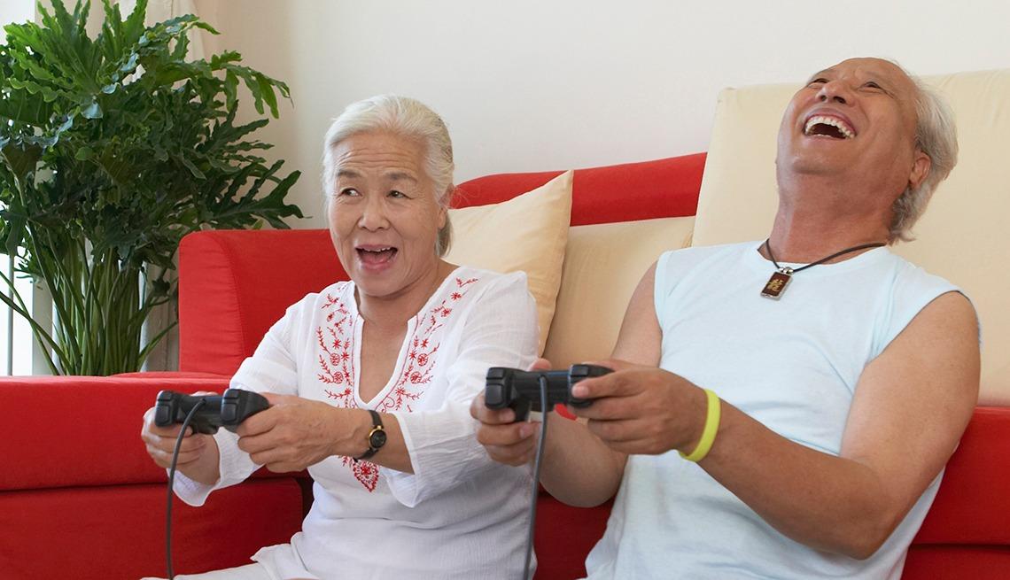 https: img-o.okeinfo.net content 2019 06 14 56 2066488 38-persen-warga-amerika-usia-50-ke-atas-ternyata-gamer-tQOwV1EkCa.jpeg