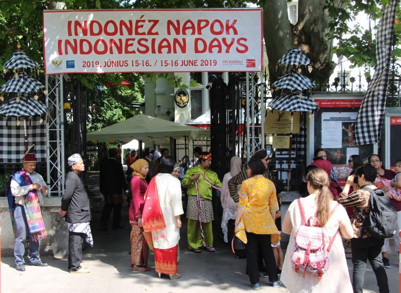 https: img-o.okeinfo.net content 2019 06 16 18 2067125 tema-nusantara-dan-unity-in-diversity-warnai-indonesian-days-2019-di-hongaria-uMPvOK8aKo.jpg