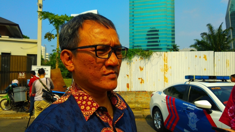https: img-o.okeinfo.net content 2019 06 16 337 2067031 andi-arief-sebut-max-sopacua-akan-dorong-sandiaga-jadi-ketum-demokrat-zZxYFm86yM.jpg