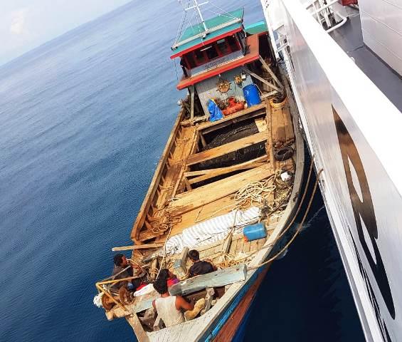 https: img-o.okeinfo.net content 2019 06 16 340 2067088 illegal-fishing-kapal-ikan-berbendera-malaysia-disita-di-banda-aceh-lzLZBs7LMp.jpg