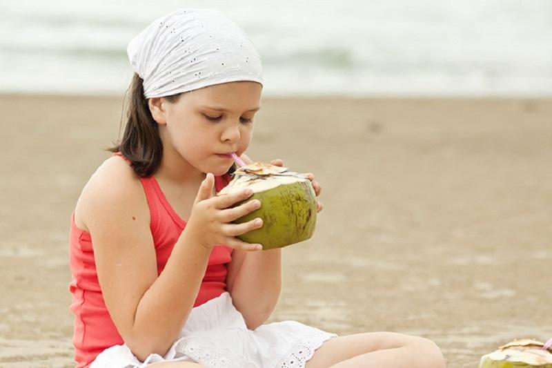 https: img-o.okeinfo.net content 2019 06 16 481 2067120 hati-hati-kebanyakan-minum-air-kelapa-bisa-bikin-kanker-perut-loh-2lgtLNVMxH.jpg