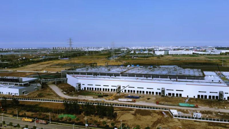 https: img-o.okeinfo.net content 2019 06 17 15 2067542 pabrik-rampung-tesla-siap-gempur-pasar-kendaraan-listrik-china-U0WyyrPEVt.jpg