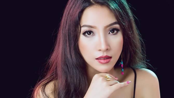 https: img-o.okeinfo.net content 2019 06 17 18 2067441 sering-pasang-foto-seksi-di-facebook-izin-dokter-cantik-myanmar-ini-dicabut-FBtaSnZhUw.jpg