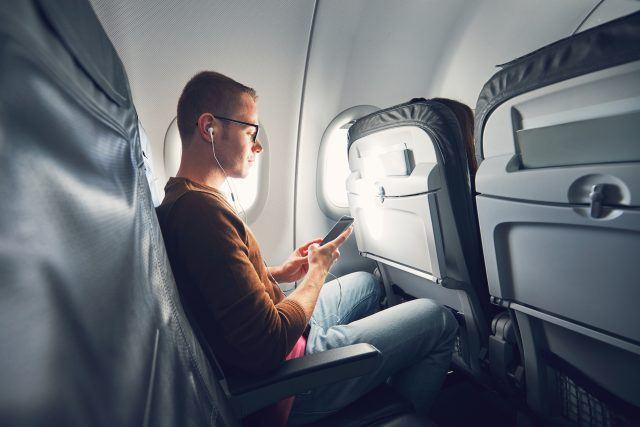 https: img-o.okeinfo.net content 2019 06 17 406 2067485 ini-alasan-penumpang-tidak-boleh-mengaktifkan-ponsel-selama-di-pesawat-YUseaf7qUa.jpg