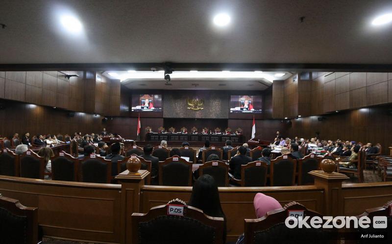 https: img-o.okeinfo.net content 2019 06 20 605 2068546 keponakan-mahfud-md-beberkan-kecurangan-bagian-demokrasi-di-sidang-mk-aVZu4cg5b3.jpg