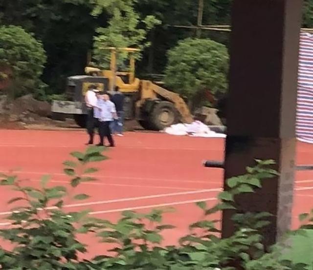 https: img-o.okeinfo.net content 2019 06 21 18 2069266 tolak-pembangunan-seorang-guru-ditemukan-terkubur-di-lapangan-setelah-menghilang-16-tahun-CqXh5FQmjp.jpg