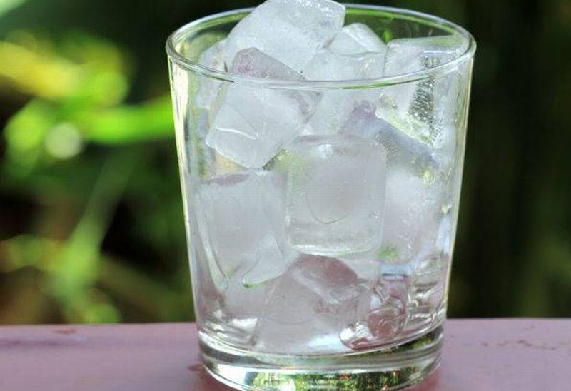 https: img-o.okeinfo.net content 2019 06 21 481 2069088 benarkah-minum-air-es-setelah-makan-bikin-perut-beku-tm3mMjaKlP.jpg