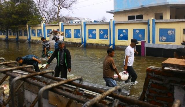 https: img-o.okeinfo.net content 2019 06 22 338 2069757 bpbd-dki-imbau-warga-pesisir-pantai-utara-jakarta-waspadai-banjir-rob-TYAhLQsWMd.jpg