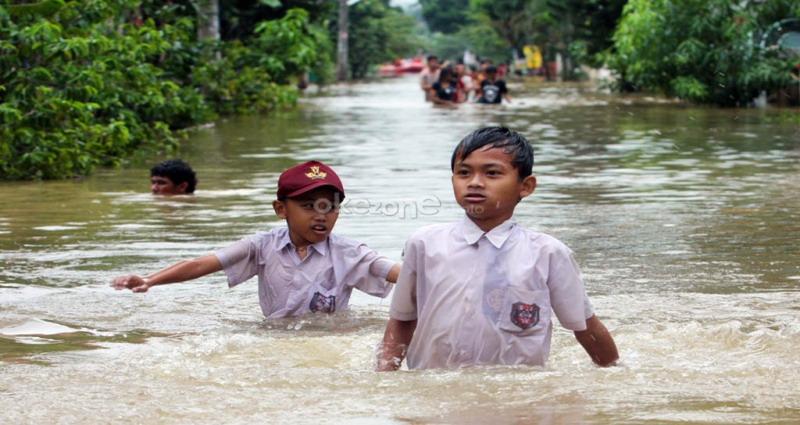 https: img-o.okeinfo.net content 2019 06 22 608 2069602 ratusan-rumah-di-kota-medan-terendam-banjir-luapan-sungai-deli-jib8Z7g11j.jpg
