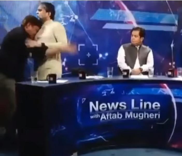 https: img-o.okeinfo.net content 2019 06 25 18 2070805 pimpinan-partai-pakistan-baku-hantam-dengan-jurnalis-di-tengah-siaran-langsung-televisi-85VBmqCSrg.jpg