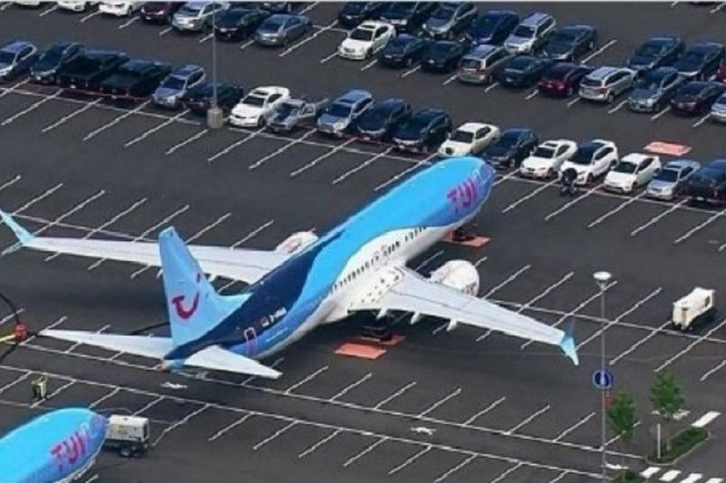 https: img-o.okeinfo.net content 2019 06 26 18 2071021 viral-pesawat-boeing-parkir-di-parkiran-mobil-ini-faktanya-JVizNEJN9r.jpg