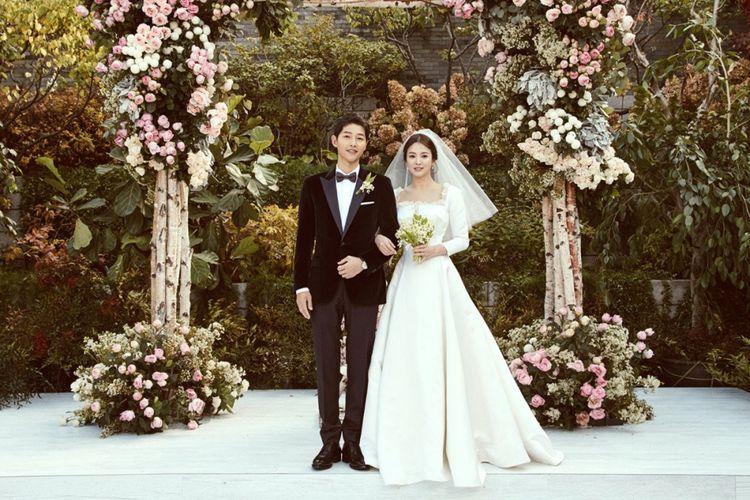 https: img-o.okeinfo.net content 2019 06 27 196 2071621 10-potret-romantis-song-joong-ki-dan-song-hye-kyo-yang-bikin-baper-wzKQqY8PGH.jpg