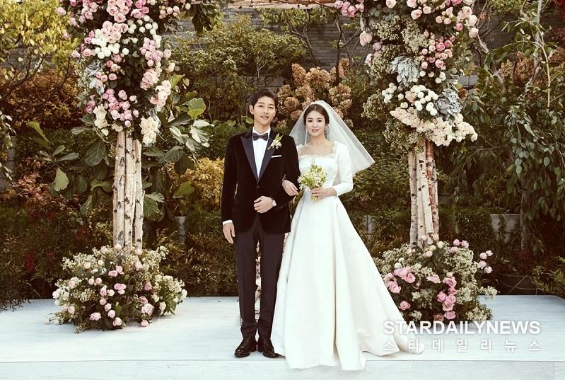 https: img-o.okeinfo.net content 2019 06 27 33 2071435 2-tahun-menikah-song-joong-ki-gugat-cerai-song-hye-kyo-PfUfJyVV5p.jpg