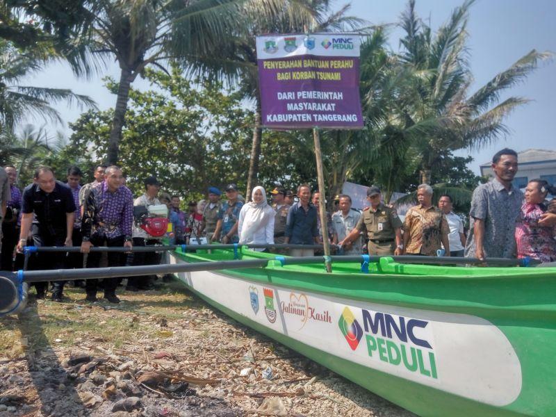 https: img-o.okeinfo.net content 2019 06 27 340 2071672 pemkab-tangerang-dan-mnc-peduli-salurkan-15-perahu-nelayan-kepada-korban-tsunami-selat-sunda-NAq9JIeDS0.jpg