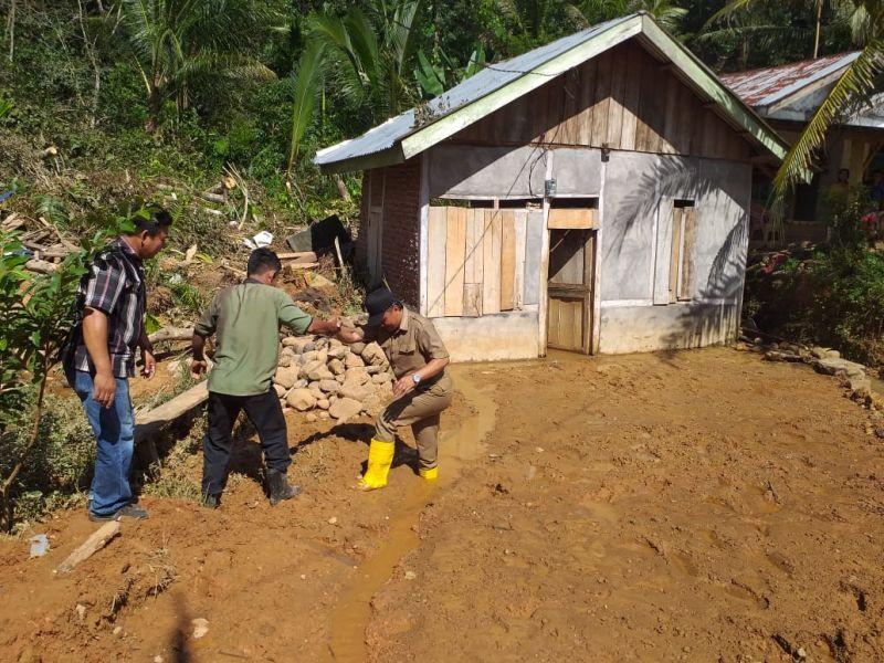 https: img-o.okeinfo.net content 2019 06 28 337 2072192 sepanjang-januari-hingga-juni-tercatat-2-047-bencana-di-indonesia-366-orang-tewas-sZBnmhmYFe.jpg
