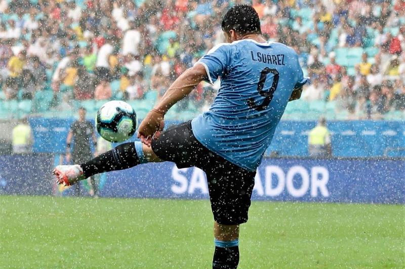 https: img-o.okeinfo.net content 2019 06 30 51 2072769 suarez-gagal-penalti-di-copa-america-neymar-beri-dukungan-5HhZHhkfye.jpg