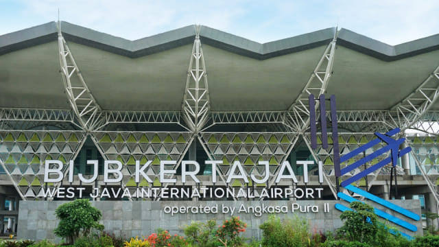 https: img-o.okeinfo.net content 2019 07 01 320 2073064 pengalihan-penerbangan-ke-bandara-kertajati-ini-catatan-menhub-OFgVubt1nV.jpg