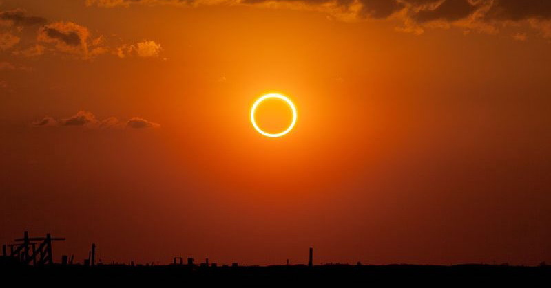 https: img-o.okeinfo.net content 2019 07 02 56 2073636 akhir-2019-gerhana-matahari-cincin-bisa-disaksikan-di-indonesia-fwt4xF6NYh.jpg