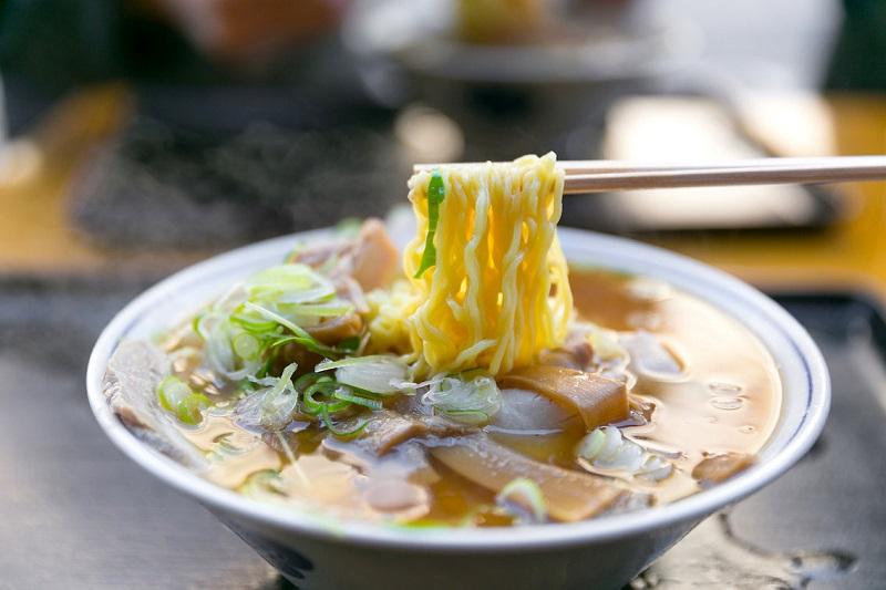 https: img-o.okeinfo.net content 2019 07 05 298 2075102 kari-dan-ramen-makanan-jepang-yang-ramah-di-lidah-orang-indonesia-OOvQpY95U8.jpg