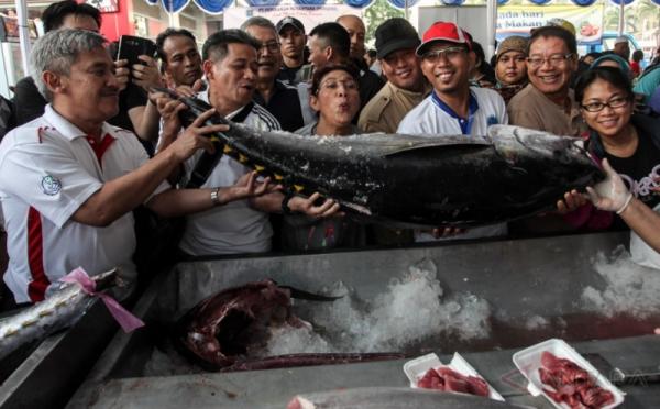 https: img-o.okeinfo.net content 2019 07 05 320 2074906 gandeng-swiss-kkp-tingkatkan-daya-saing-produk-tuna-hingga-rumput-laut-HELoprLQOL.jpg