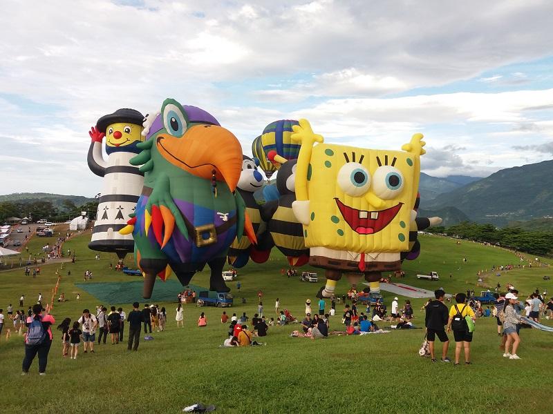 https: img-o.okeinfo.net content 2019 07 05 406 2075027 uniknya-bentuk-balon-udara-di-taiwan-international-balloon-festival-G5ZcuNy8ES.jpg