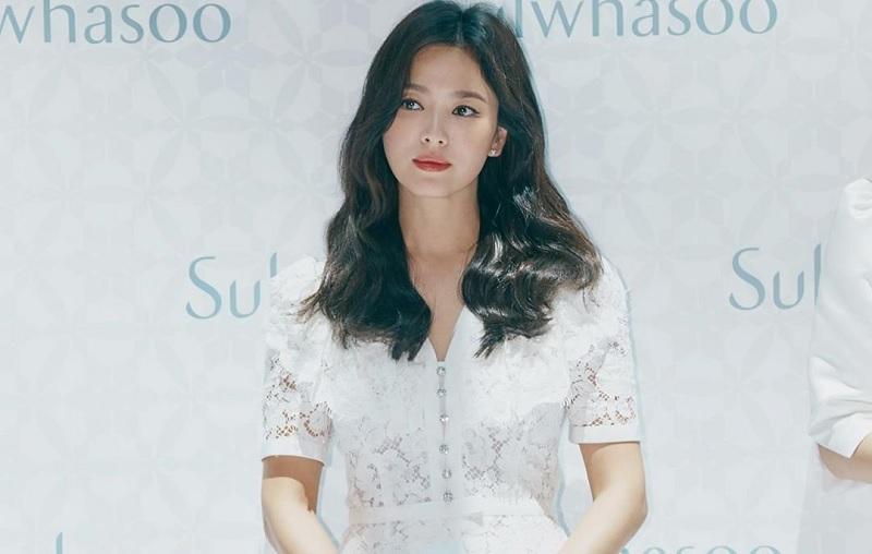 https: img-o.okeinfo.net content 2019 07 08 33 2076299 tawa-ceria-song-hye-kyo-saat-tampil-perdana-di-depan-publik-usai-dicerai-song-joong-ki-O4wtXBJ3SO.jpg
