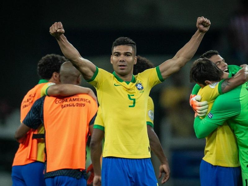 https: img-o.okeinfo.net content 2019 07 08 51 2076150 antarkan-brasil-juara-copa-america-2019-casemiro-wujudkan-impian-TQ1SmMhii6.jpg