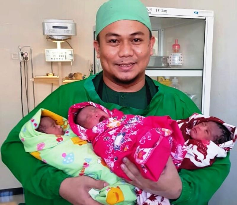 https: img-o.okeinfo.net content 2019 07 08 609 2076274 unik-ibu-ini-rajin-lahirkan-anak-kembar-k8AFegnls7.jpg
