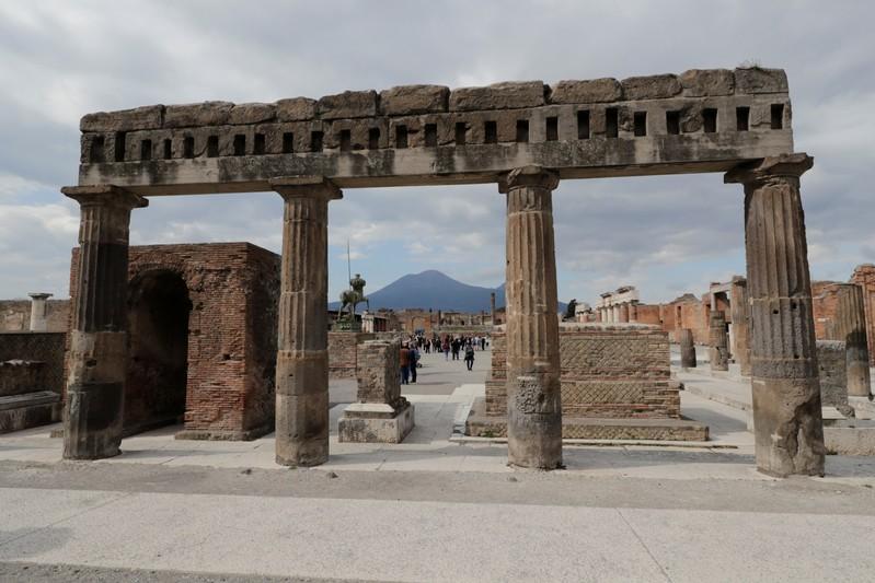 https: img-o.okeinfo.net content 2019 07 09 18 2076610 sedikitnya-10-bom-masa-perang-dunia-ii-diklaim-terkubur-di-puing-pompeii-LJrXRZPsej.jpg