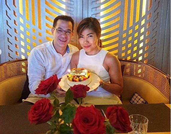 https: img-o.okeinfo.net content 2019 07 09 196 2076396 ari-wibowo-dan-istri-rayakan-ulang-tahun-pernikahan-dengan-candle-light-dinner-romantis-banget-p8J7XlE4XN.jpg