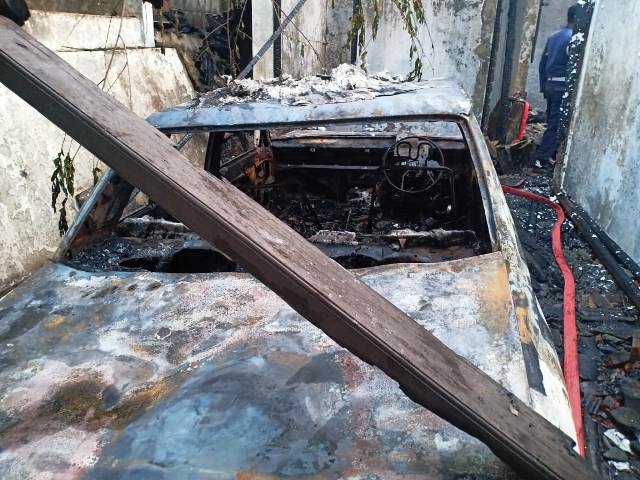 https: img-o.okeinfo.net content 2019 07 09 338 2076531 rumah-terbakar-di-ciputat-1-orang-tewas-terpanggang-YPjRrDRvON.jpg