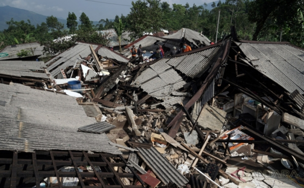 https: img-o.okeinfo.net content 2019 07 10 337 2077014 bnpb-akan-ekspedisi-584-desa-rawan-gempa-dan-tsunami-di-selatan-jawa-H8HJBbtsvW.jpeg