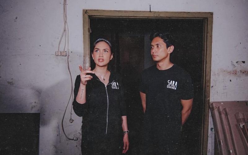 https: img-o.okeinfo.net content 2019 07 11 194 2077607 5-potret-sara-wijayanto-yang-terkesan-horor-dengan-outfit-serba-hitam-20jJdK5lUx.jpg