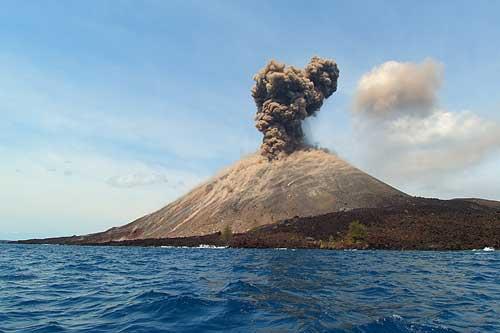 https: img-o.okeinfo.net content 2019 07 11 337 2077563 gunung-anak-krakatau-digoyang-20-kali-gempa-qMiOFWRZYs.jpg