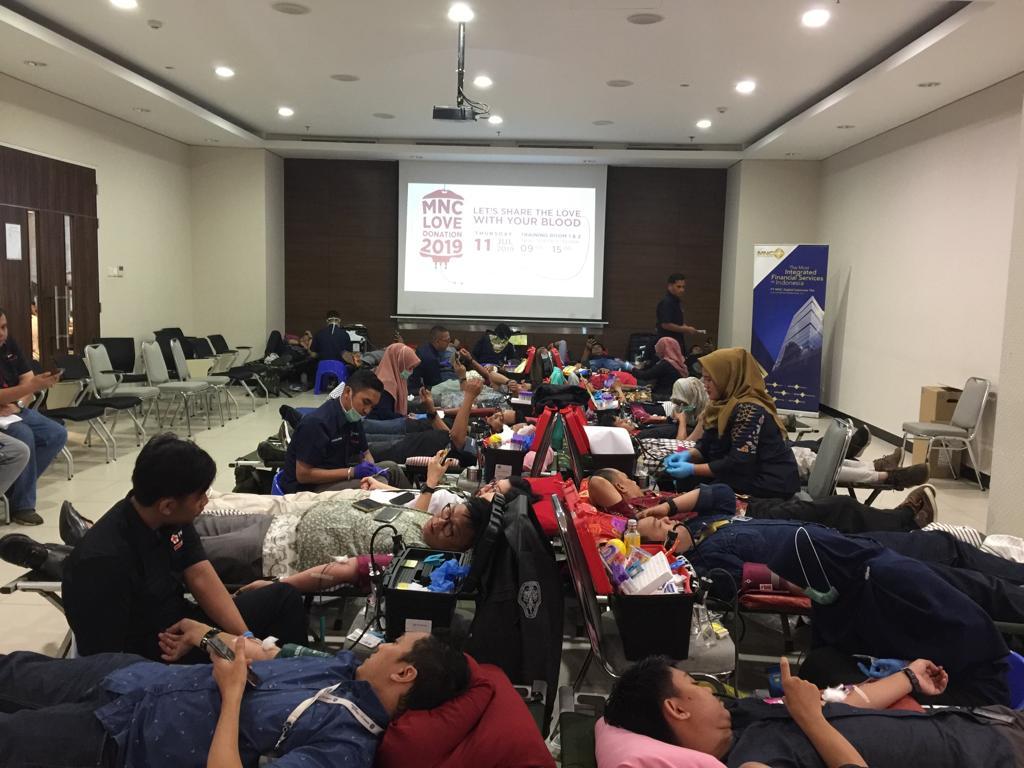 https: img-o.okeinfo.net content 2019 07 11 337 2077565 penuhi-stok-darah-pmi-kota-depok-mnc-peduli-gelar-aksi-donor-darah-oHxLhohcsP.jpg