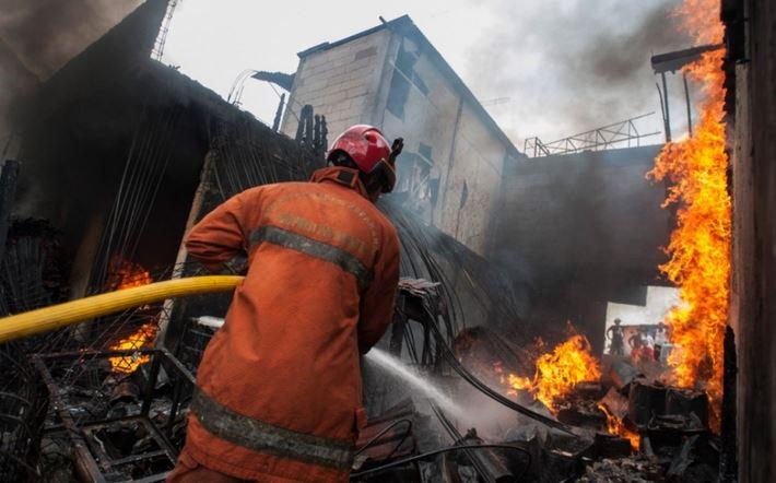 https: img-o.okeinfo.net content 2019 07 11 338 2077397 setelah-1-jam-kebakaran-gedung-di-cideng-akhirnya-padam-8WJPLCDp6c.JPG