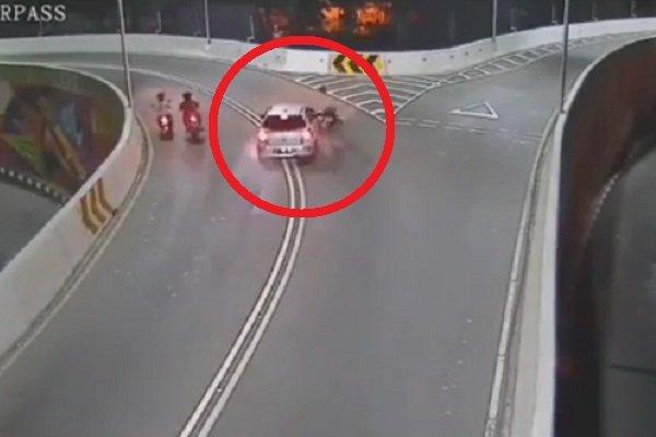 https: img-o.okeinfo.net content 2019 07 11 87 2077639 mobil-tabrak-lari-di-solo-ini-kata-pengamat-keselamatan-berkendara-SPRH8qEMSS.jpg