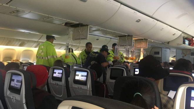 https: img-o.okeinfo.net content 2019 07 12 18 2078025 dihantam-turbulensi-kuat-pesawat-air-canada-mendarat-darurat-di-hawaii-35-orang-terluka-Et4mW9n9xt.jpg