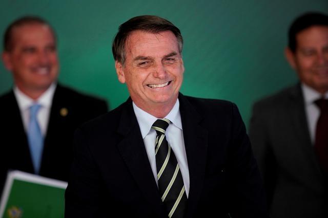 https: img-o.okeinfo.net content 2019 07 12 18 2078105 presiden-jair-tawarkan-jabatan-duta-besar-brasil-untuk-as-ke-anaknya-gBPuC9GGZe.jpg